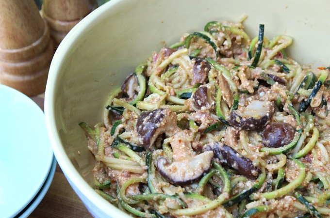 Raw courgetti and tangy mushroom salad